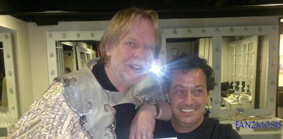 Foto: Rick Wakeman e Almir do Fanzmosis no Backstage do Teatro Bradesco-SP 21-11-2012