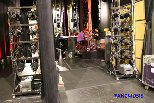 Imagem do palco durante o intervalo das apresentações da banda - backstage do Teatro Bradesco